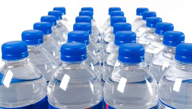 В Кузбассе специалисты проверили качество бутылированной воды и дали совет, на что обращать внимание при ее покупке