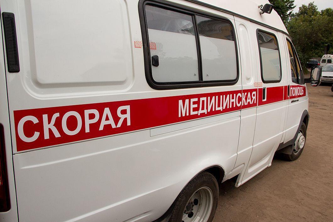 ДТП в Прокопьевске: Ford Fusion вытолкнул с дороги Nissan Almera (видео)