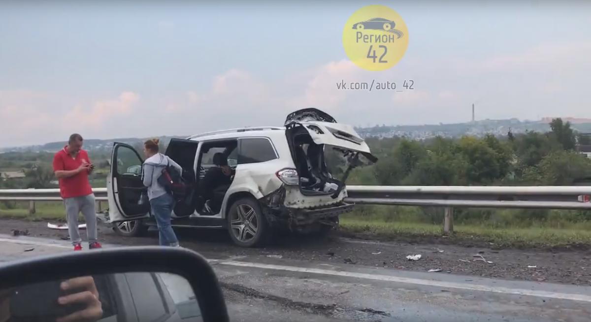 На трассе Кузбасса столкнулись КАМАЗ И MERCEDES