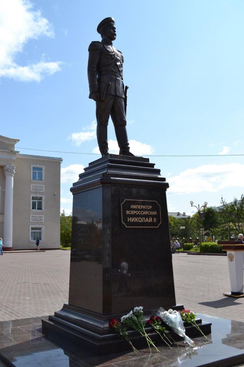 В Кузбассе появился памятник последнему российскому императору