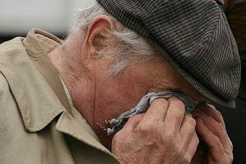 В Прокопьевске днем на улице ограбили пенсионера