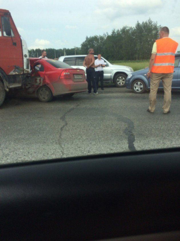 ДТП на трассе Кузбасса: КамАЗ столкнулся с легковушкой