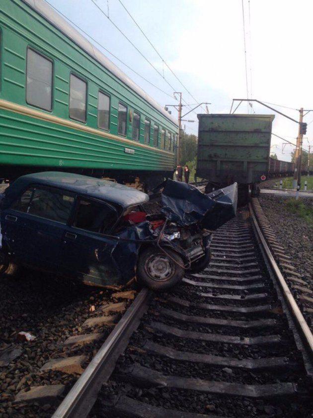 Тройное ДТП, с участием легковушки и двух поездов, произошло в Кузбассе