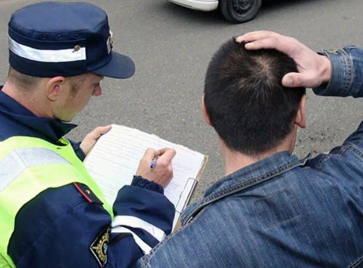 Лишили водительского удостоверения: сдавать или не сдавать права