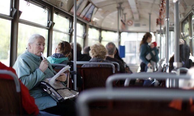 В Кузбассе в течение одного дня в общественном транспорте пенсионеров будут возить бесплатно
