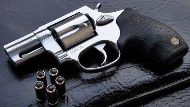 В Прокопьевске полицейские раскрыли кражу травматического пистолета: теперь наказание ждет похитителя и потерпевшего