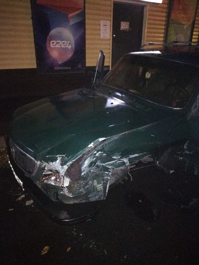 В Прокопьевске после ДТП автомобиль вылетел на тротуар и сбил подростка