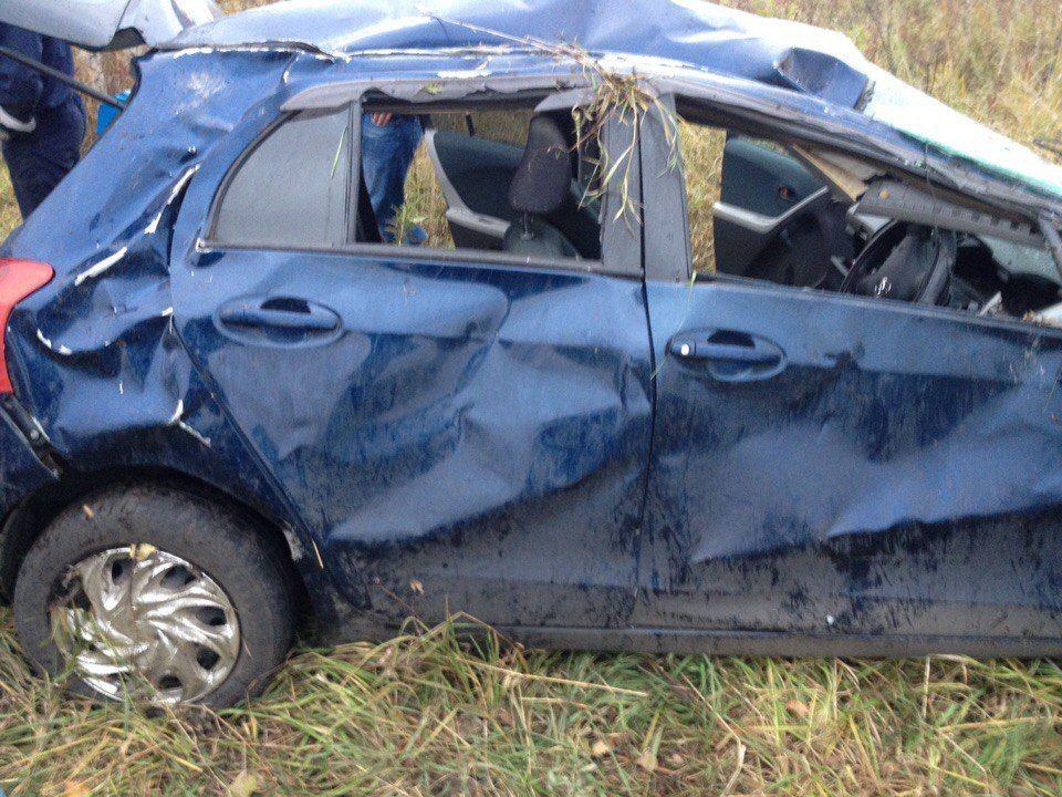 На трассе автомобиль вылетел с дороги: пострадали три человека (фото)