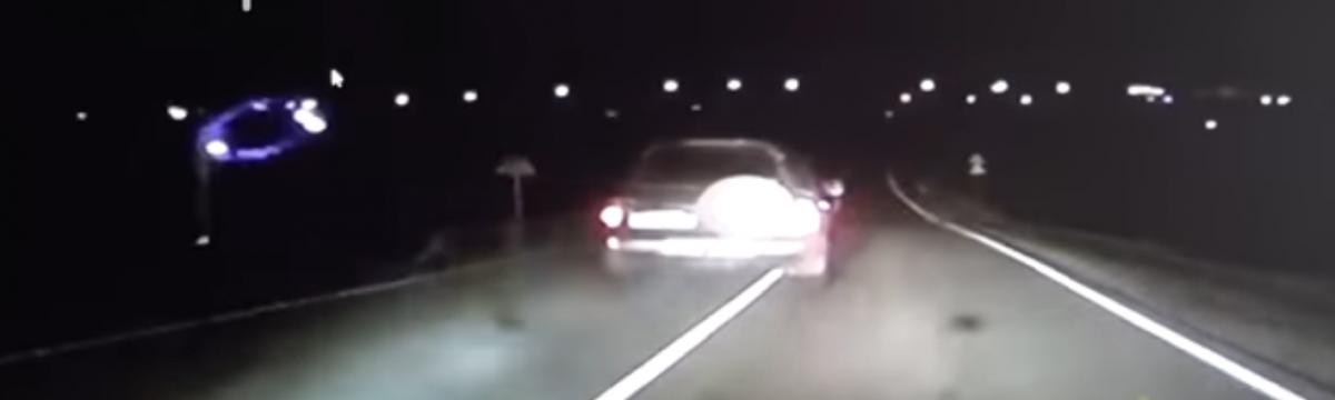 В Прокопьевском районе автолюбитель, пытаясь скрыться от сотрудников ГИБДД, протаранил железнодорожный шлагбаум (видео)