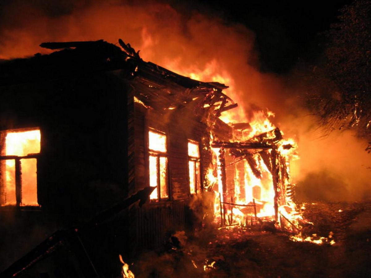 В Кузбассе на пожаре погибло два человека: 71-летний пенсионер и 5-летняя девочка