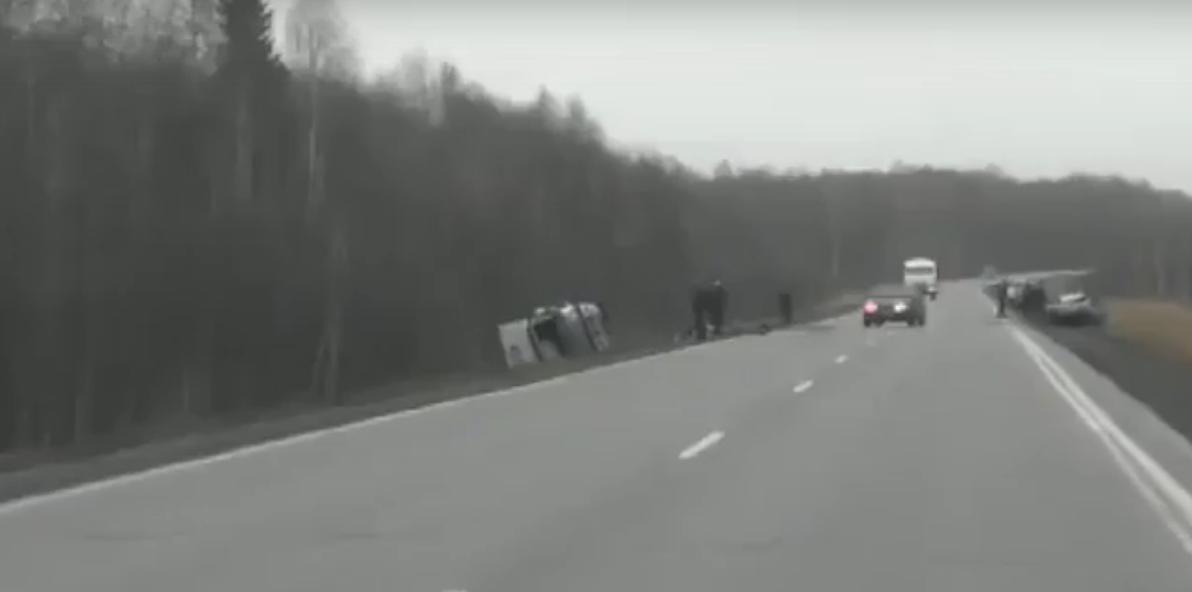 В Кузбассе в ДТП на трассе погибла молодая семья