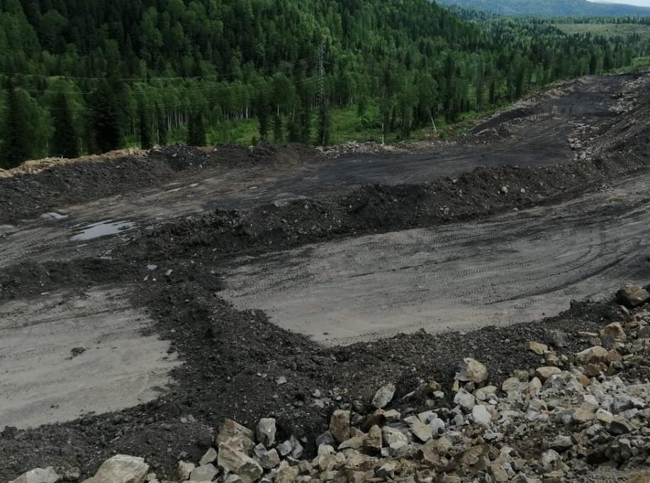 В Кузбассе оползень перекрыл реку