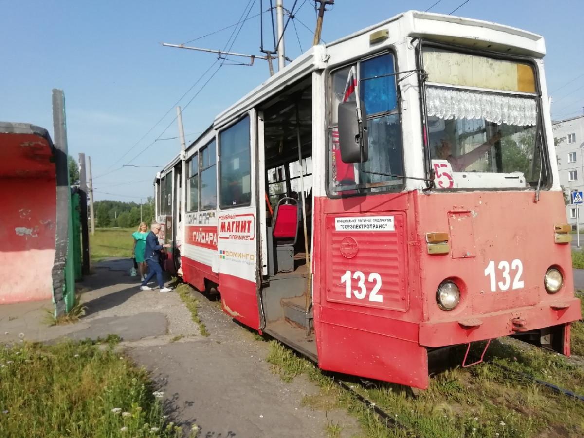 В Прокопьевске оплатить проезд в трамваях теперь можно и безналичным способом