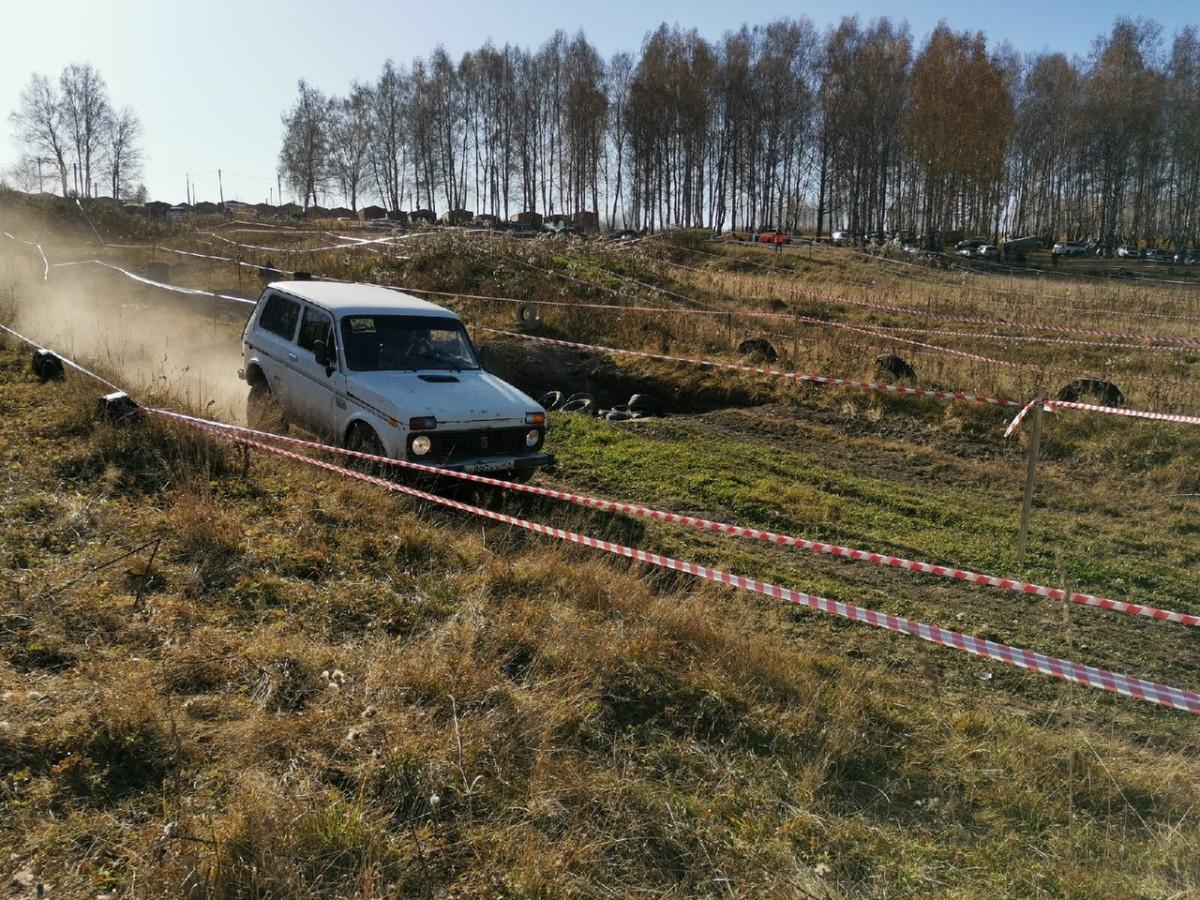 Рев мотора, грязь, препятствия: как прошли гонки на внедорожниках в Прокопьевске