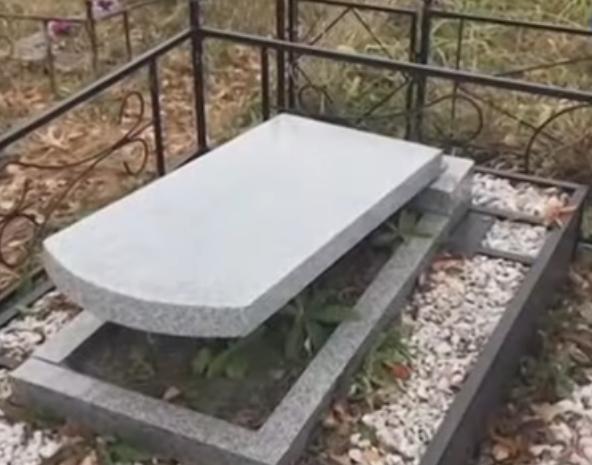 СМИ: В Прокопьевске вандалы разгромили памятники на кладбище
