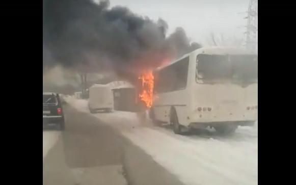В Прокопьевске загорелся автобус
