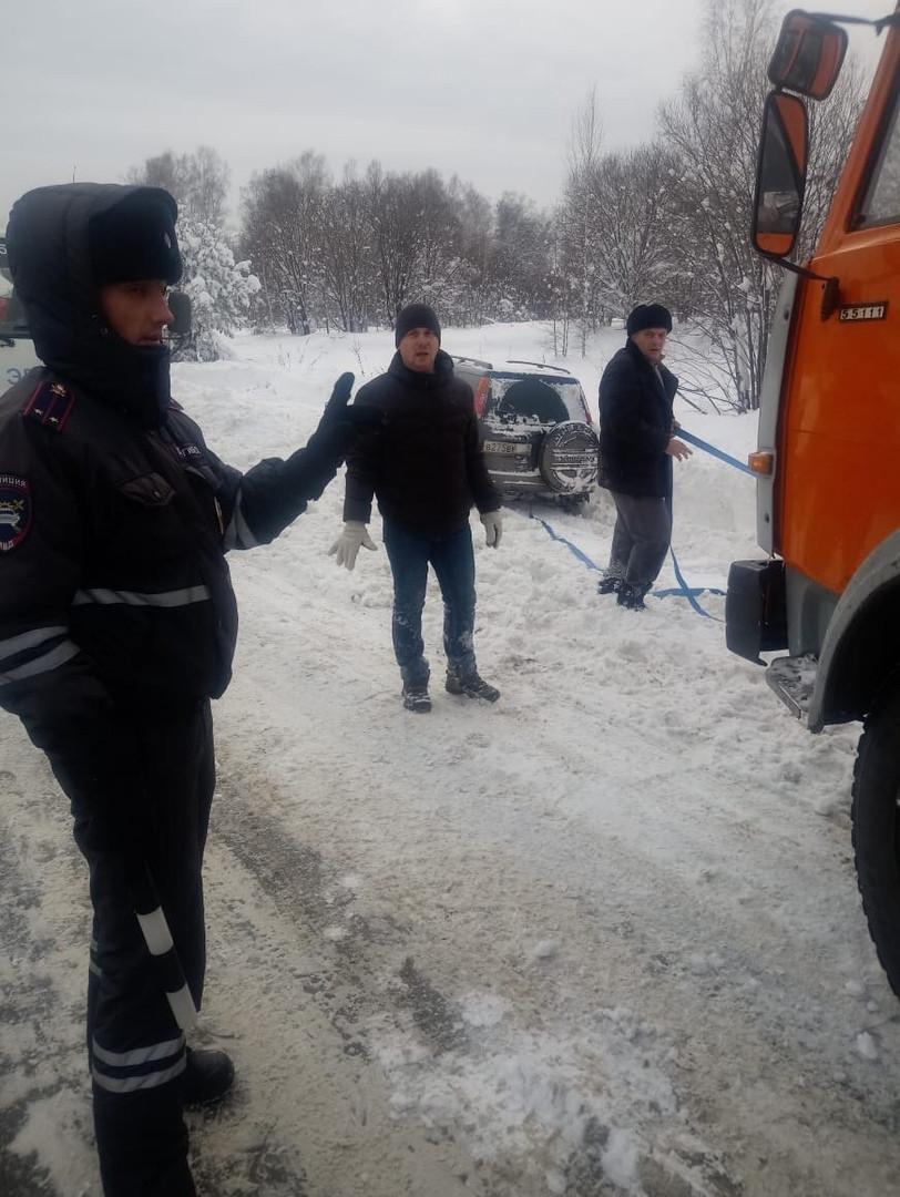 ДТП в Кузбассе: внедорожник вылетел в кювет