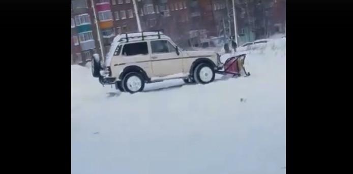 Креативное решение: прокопчанин переоборудовал авто под снегоуборщик
