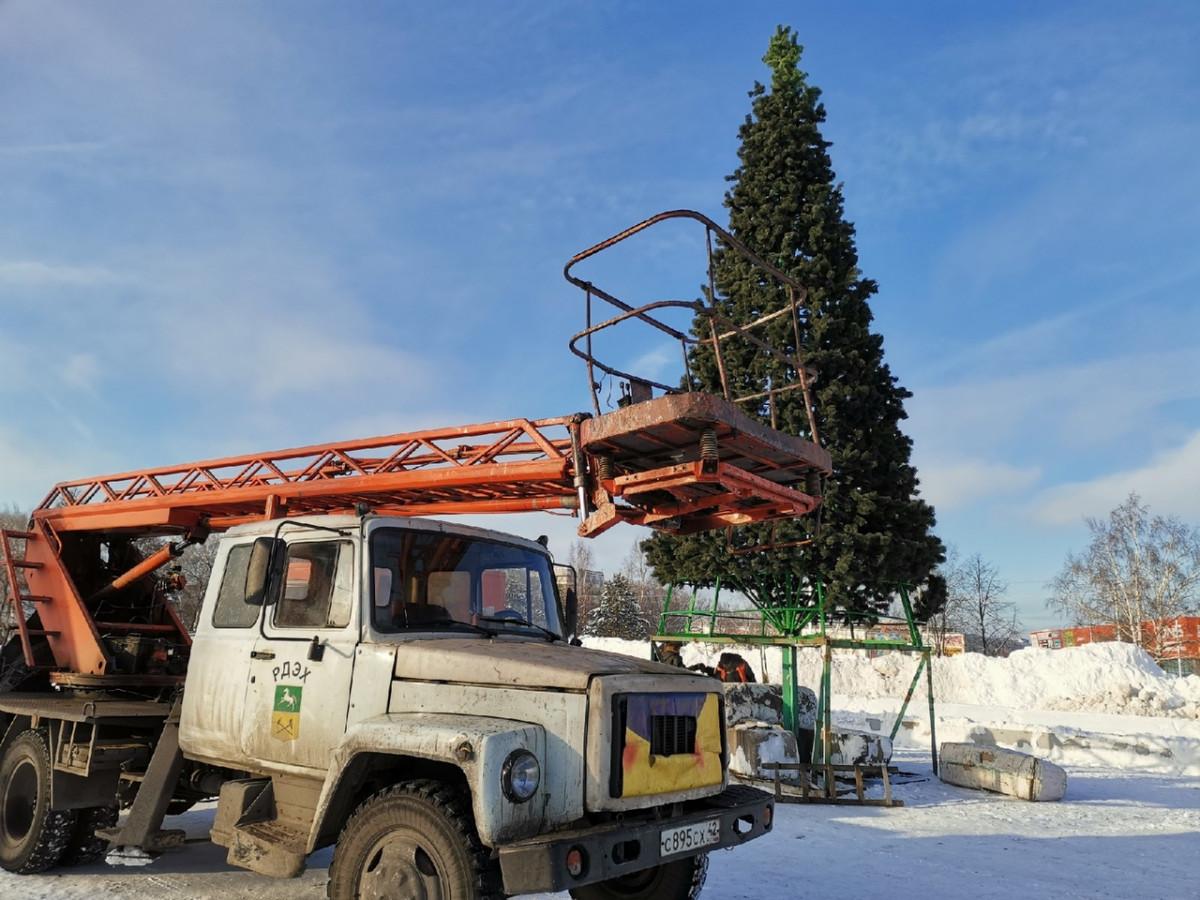 """На """"Снежинке"""" приступили к строительству новогоднего городка"""