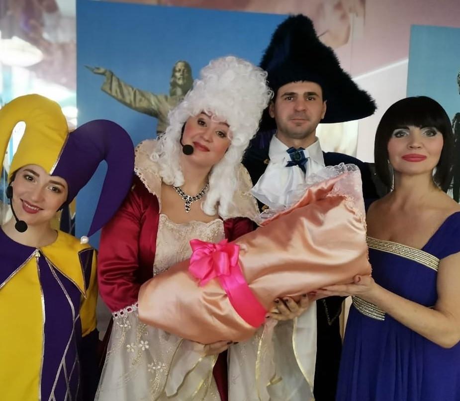 В Прокопьевске поздравили мам, родивших в свой праздник