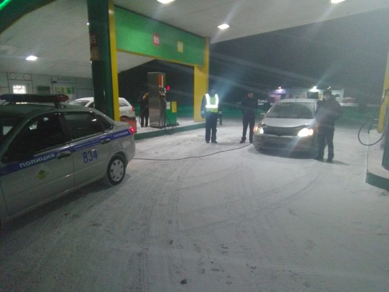 Кузбассовец из-за бензина застрял на трассе
