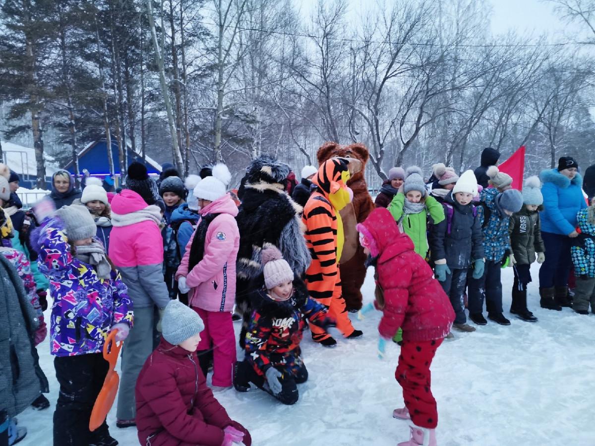 В Прокопьевске торжественно открыли ледовый каток
