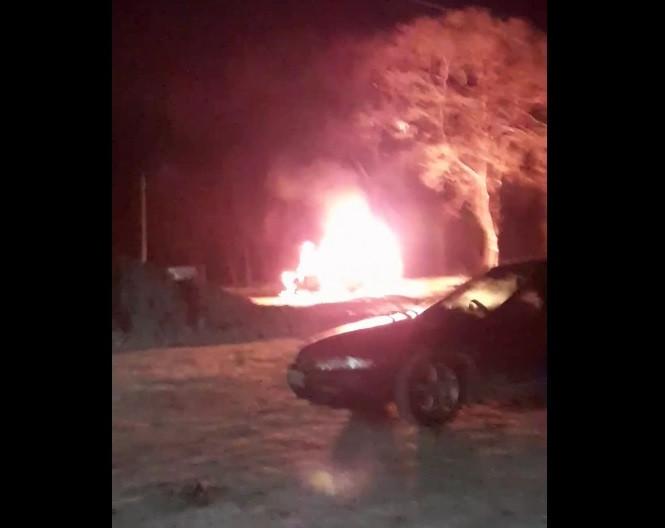 В Прокопьевске загорелся автомобиль (видео)