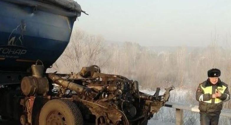 Смертельное ДТП на трассе: столкнулись два грузовика