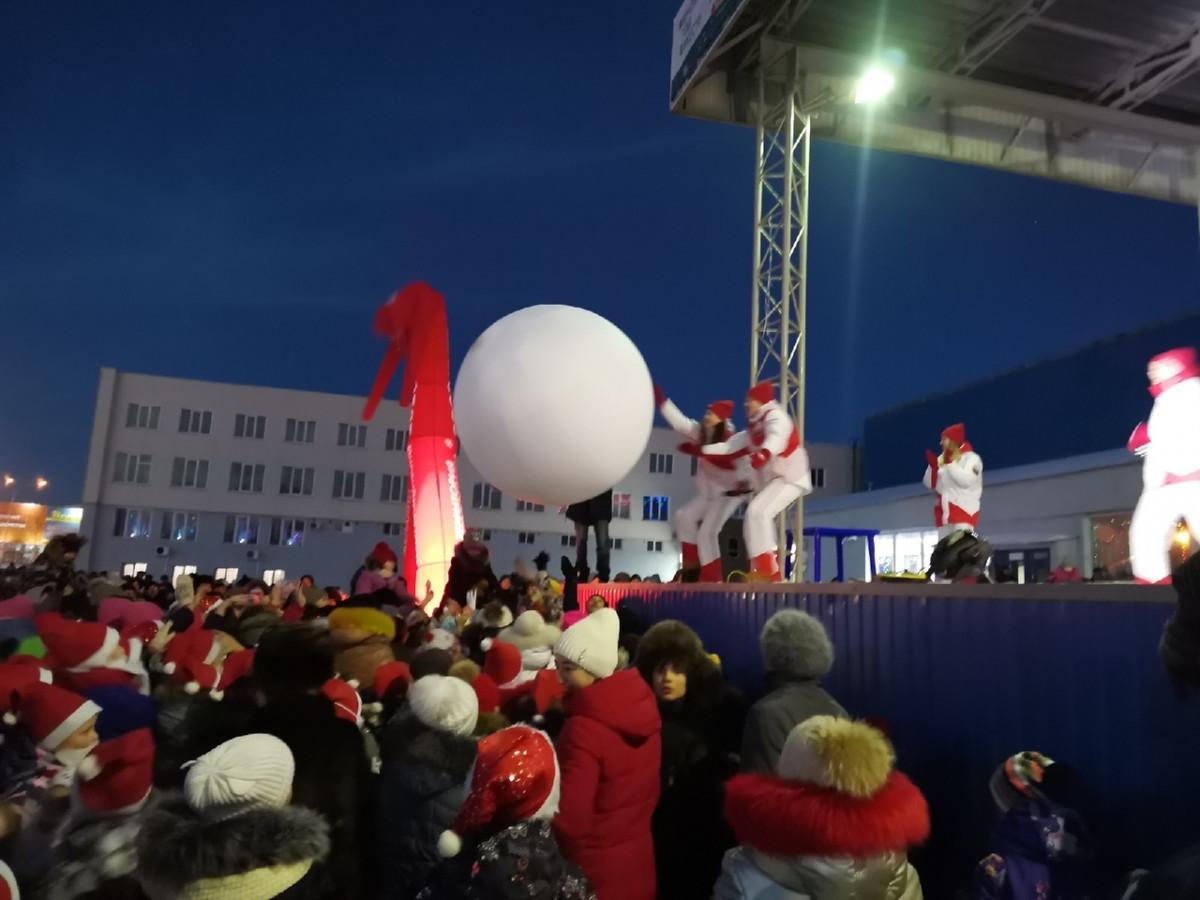 Прокопьевск посетил главный Дед Мороз Кузбасса (фотоотчет)