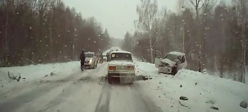 ДТП в Прокопьевске: машину выбросило на встречку