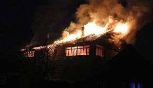 В Прокопьевске 14 сотрудников МЧС тушили пожар в частном доме