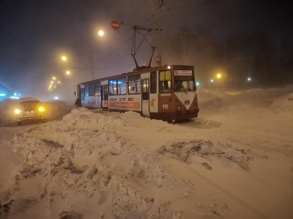 Очевидцы: в Прокопьевске трамвай сошел с рельсов