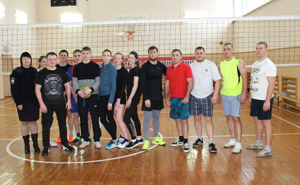 Полицейские Прокопьевского района сразились со студентами в волейбол