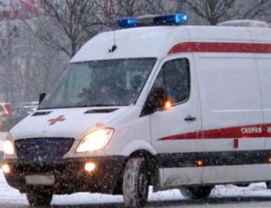 В Кузбассе женщина с подростком получили травмы, попав под сход снега с крыши
