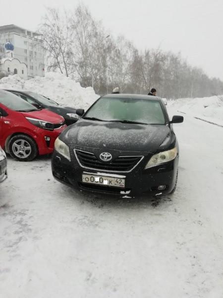 В Кузбассе назначено наказание водителю, перегородившему выезд с парковки