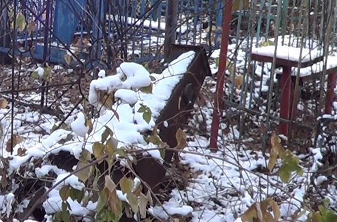 В Кузбассе задержаны вандалы, разрушившие на кладбище более 20 надгробий