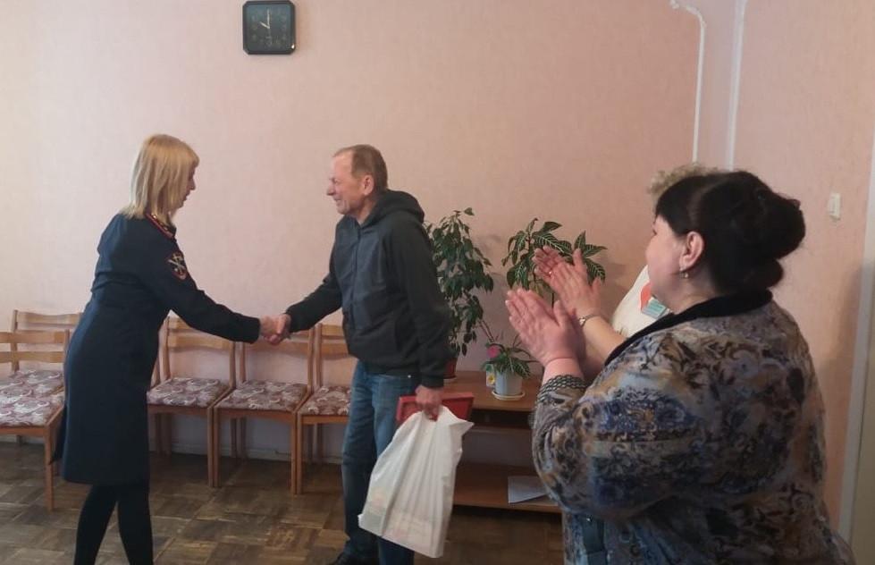 Полицейские Прокопьевского района поздравили участника боевых действий