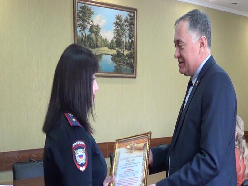 В Прокопьевске инспектор ПДН награждена за спасение маленьких детей