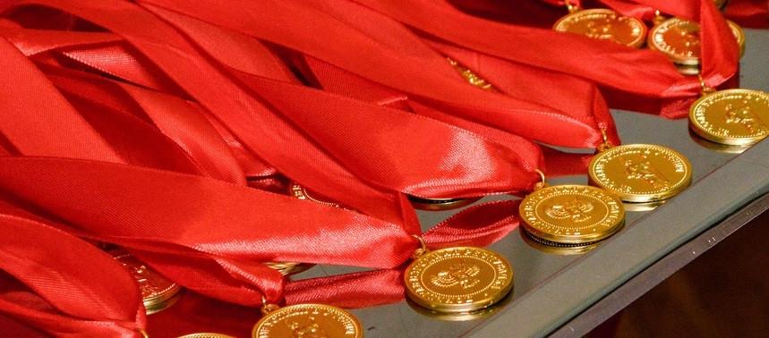 В Кузбассе для выпускников школ изготовят новые золотые и серебряные медали