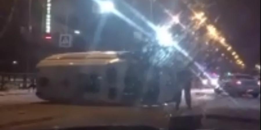 "В Кузбассе два человека пострадали при столкновении ""скорой помощи"" и легковушки"