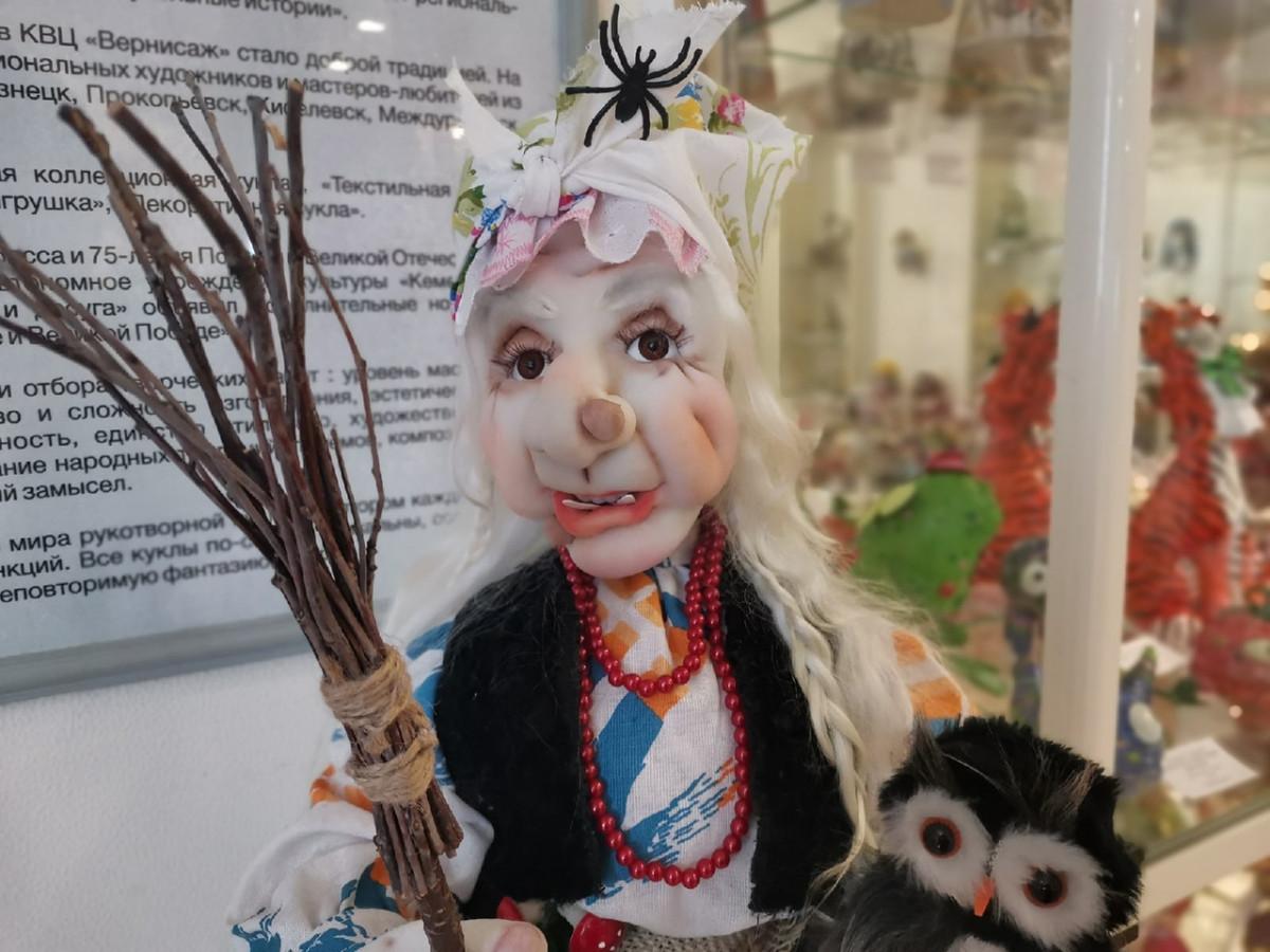 Рукотворные и неповторимые: в Прокопьевске работает выставка кукол