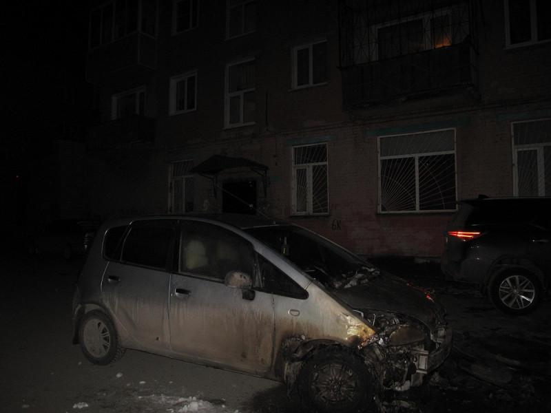 Прокопчанка поругалась с мужем и подожгла чужой автомобиль