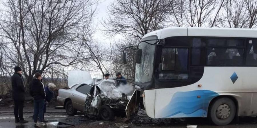 В Киселевске три человека погибли при столкновении автобуса и иномарки