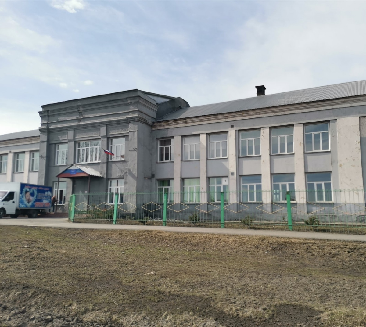 В Прокопьевске выдают продуктовые наборы семьям, в которых дети получают льготное питание в школах