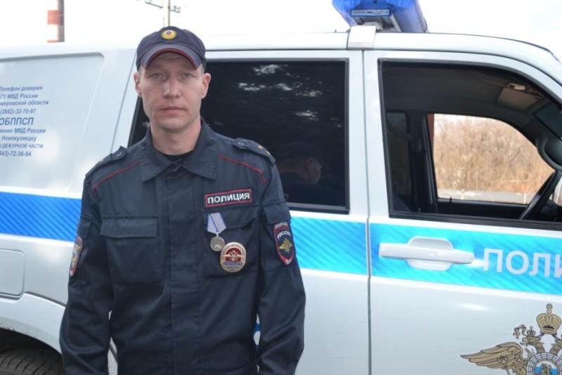 """Полицейский Кузбасса награжден медалью """"За отвагу"""""""