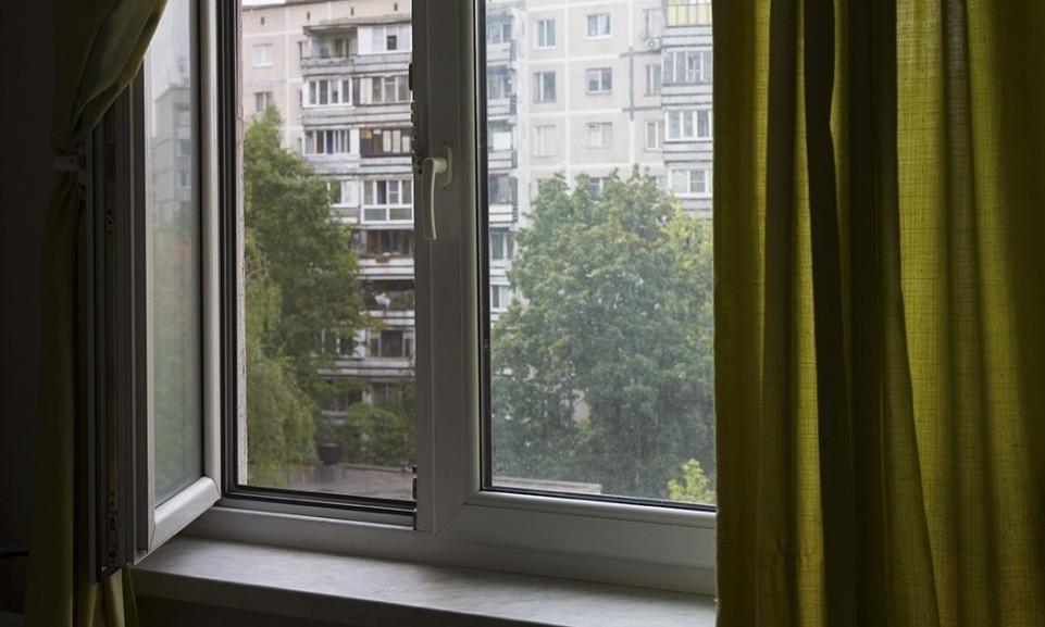 В Кузбассе из окна 2 этажа выпал 6-летний ребенок