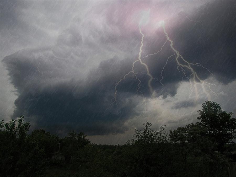 Прогноз погоды на завтра: ожидаются грозы и град
