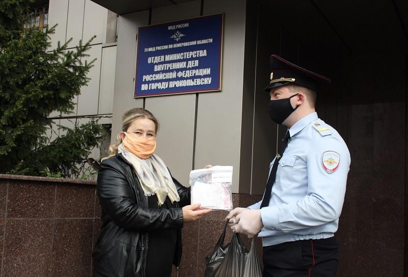 """""""Маски против короны"""": школьники Прокопьевска позаботились о безопасности полицейских"""