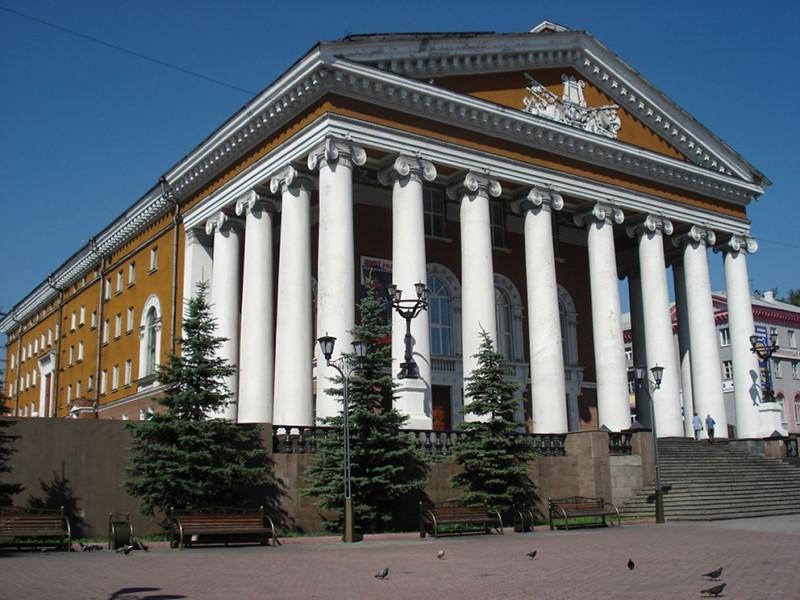 Драмтеатр Прокопьевска приглашает отметить День Победы вместе