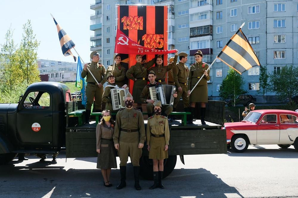 Фронтовая театральная бригада поздравила ветеранов Прокопьевска